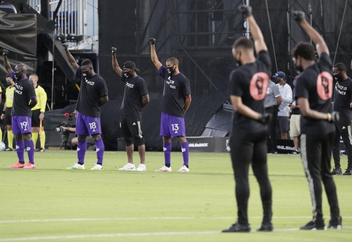 Se reanuda la MLS, con protesta contra el racismo