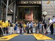 alcalde de nueva york bill de blasio pinta black lives matter frente a torre trump