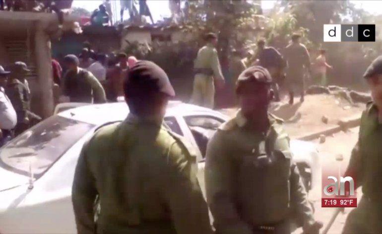 Madre denuncia que su hijo está preso por grabar enfrentamiento entre policías y pobladores en Santiago de Cuba