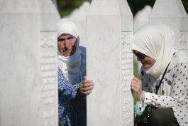 bosnios conmemoran 25 aniversario de masacre de srebrenica