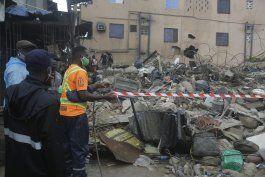 dos muertos al derrumbarse edificio en nigeria