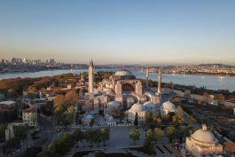 el consejo mundial de iglesias, consternado por hagia sophia