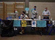 espana: dos regiones acuden a votar con medidas de sanidad