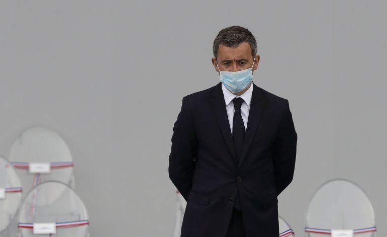 Francia: Macron defiende a funcionario señalado de violación