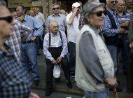 grecia: reembolsan fondos que habian recortado a jubilados