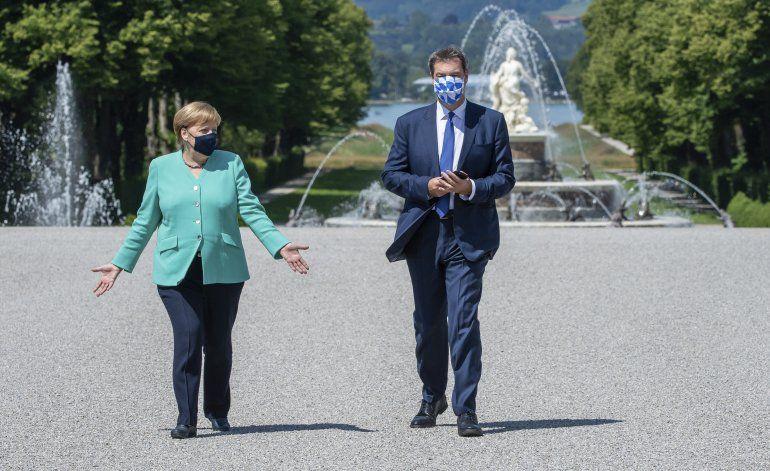 Merkel dice que no intervendrá en su sucesión