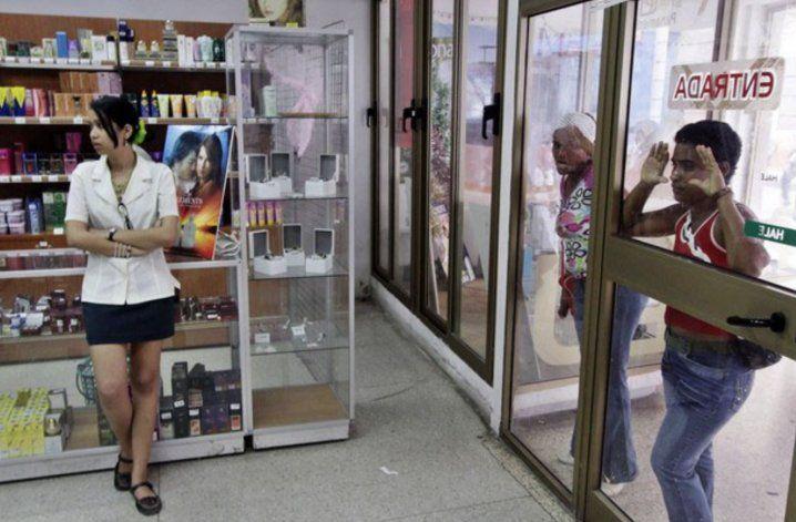 Cuba comienza a dolarizar  tiendas de productos de primera necesidad