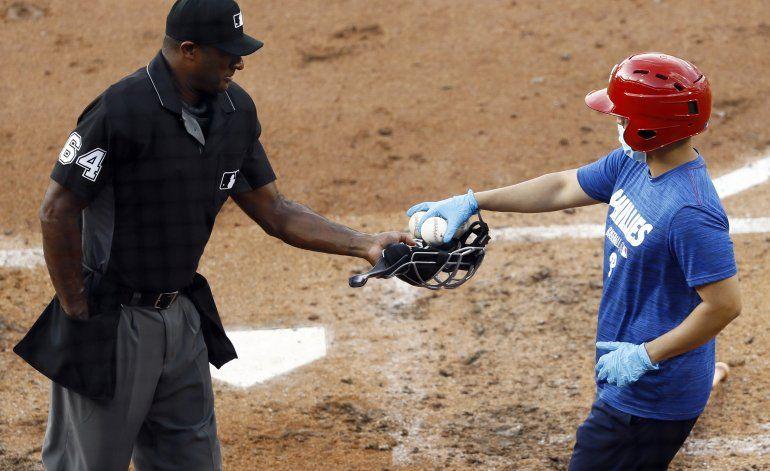Fuentes AP: unos 10 umpires deciden perderse la campaña
