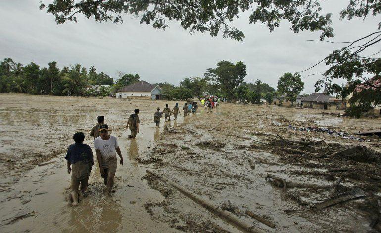 Inundación repentina deja 16 muertos en Indonesia