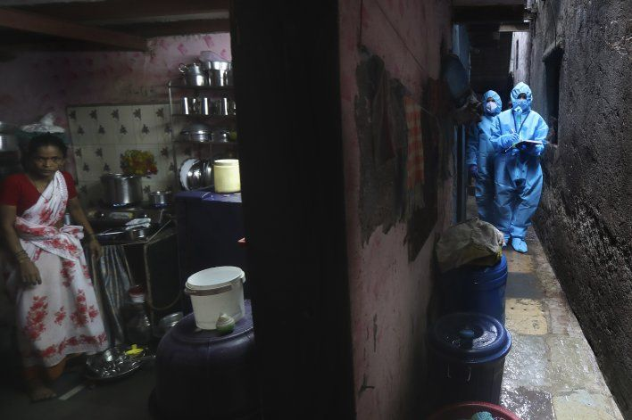 India reimpone cuarentenas, se acerca a 1 millón de casos