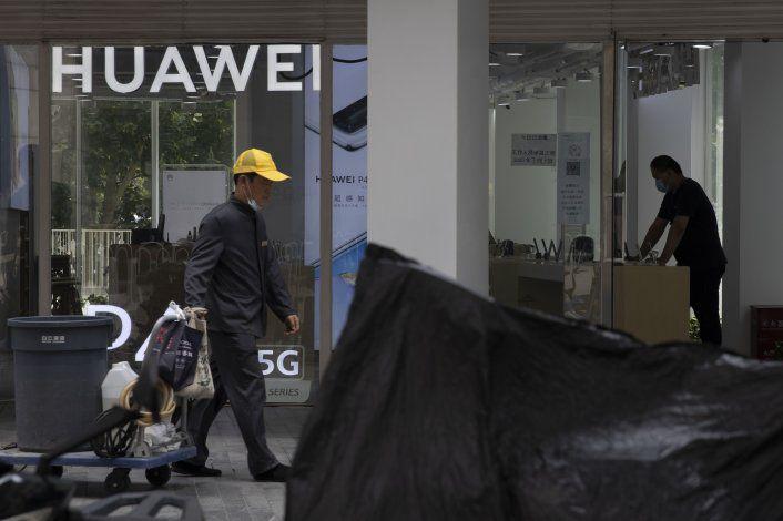China acusa a Gran Bretaña de ayudar a EEUU a dañar a Huawei