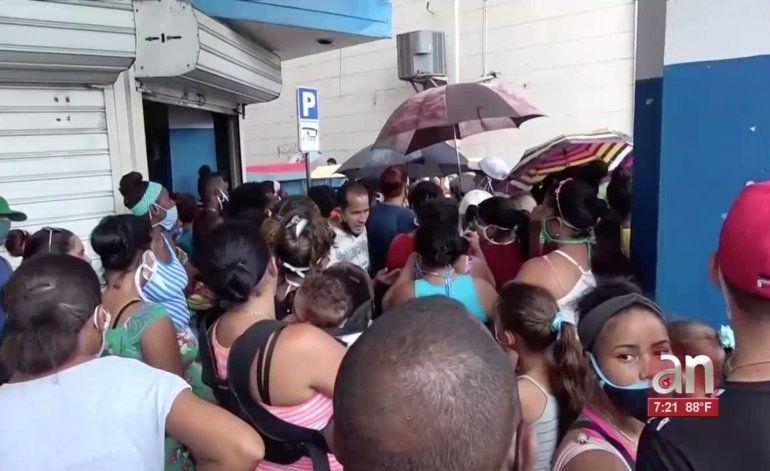 Tiendas en CUC y mercado negro desabastecidos en medio de la dolarización en Cuba