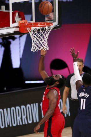 Harden brilla con 49 puntos; Rockets superan a Mavs