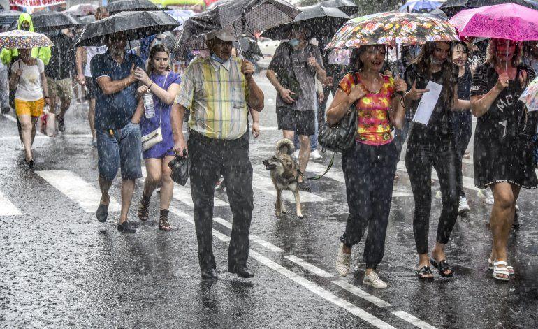 Miles protestan el arresto de un gobernador ruso