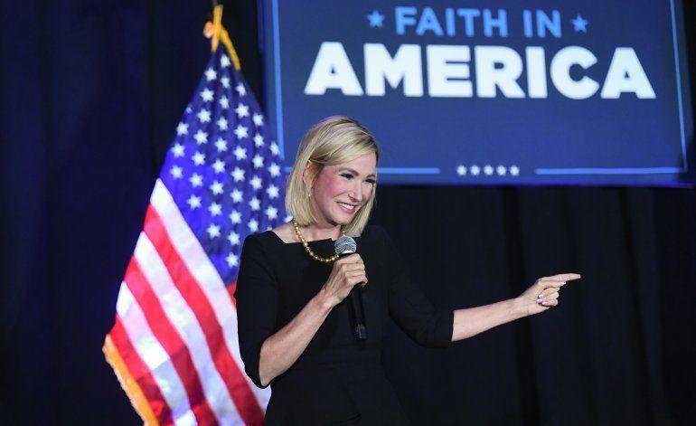 Campaña Trump pinta a demócratas como enemigos de religión
