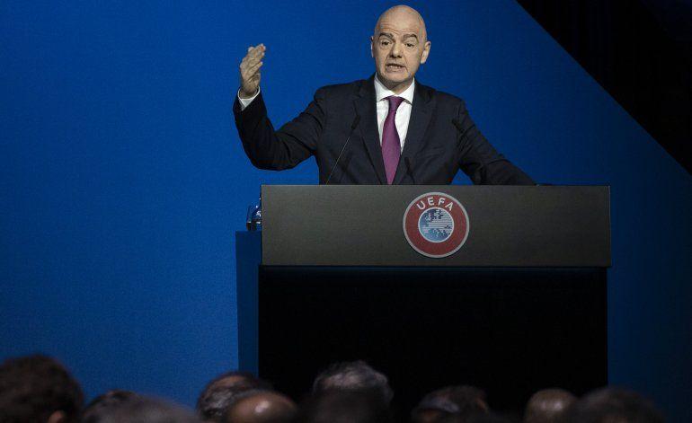 FIFA a AP: Infantino debe seguir en cargo durante pesquisa