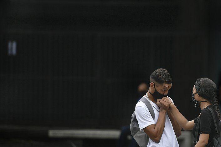 India suma 55.000 contagios, Florida enfrenta un huracán