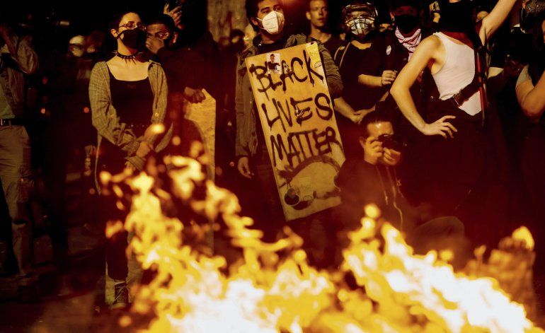 Policía de Portland declara reunión ilícita durante protesta
