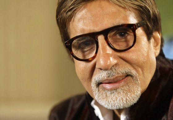 Actor de Bollywood Amitabh Bachchan se recupera de COVID