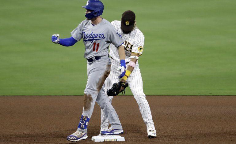 Pollock jonronea, May poncha 8, Dodgers superan a Padres 5-2