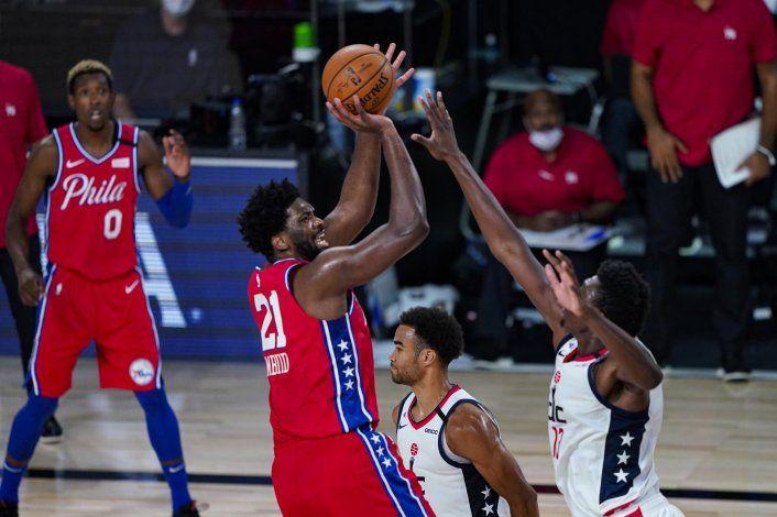 76ers derrotan a los Wizards y Simmons abandona con lesión