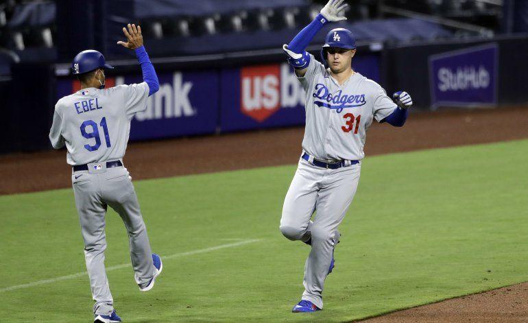 Pederson sacude 2 jonrones, Dodgers superan a Padres 7-6