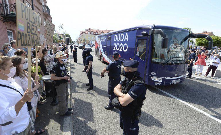 Polacos LGTB se van del país en un ambiente hostil