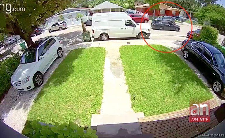 Balean brutalmente a un joven de Miami que estaba sentado a las afuera de su casa