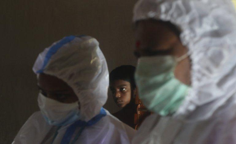 India reporta 933 muertos por virus y casi 2,1 mlns de casos