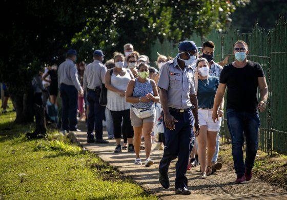 Cuba sufre rebrote de COVID-19 y se retoman restricciones