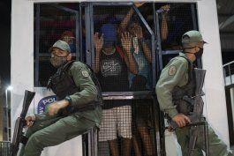 venezuela: policia busca desalentar fiestas durante pandemia