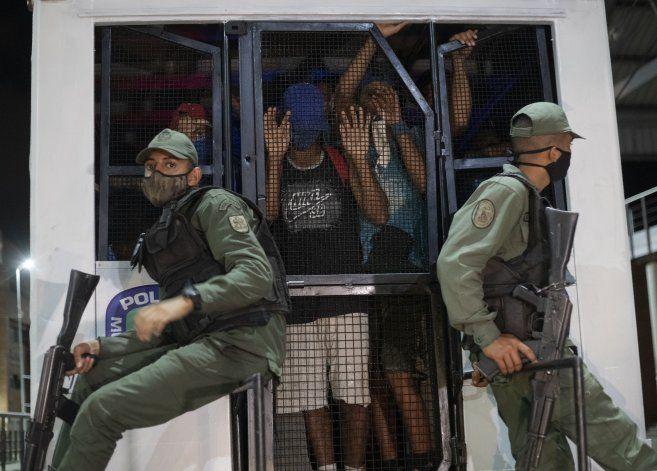 Venezuela: Policía busca desalentar fiestas durante pandemia