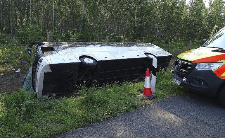 Un muerto al salirse del camino autobús en Hungría