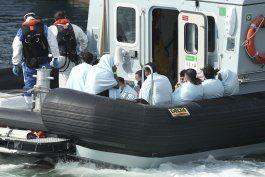 gb: militar se hara cargo de frenar arribo de migrantes