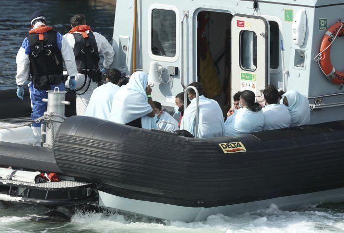 GB: Militar se hará cargo de frenar arribo de migrantes
