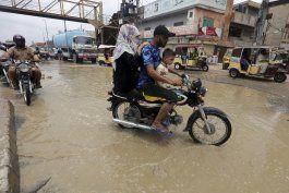 lluvias monzonicas causan estragos en pakistan