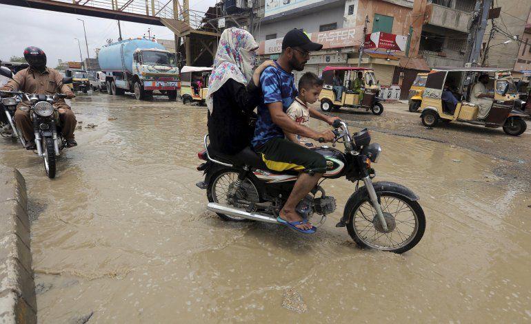 Lluvias monzónicas causan estragos en Pakistán