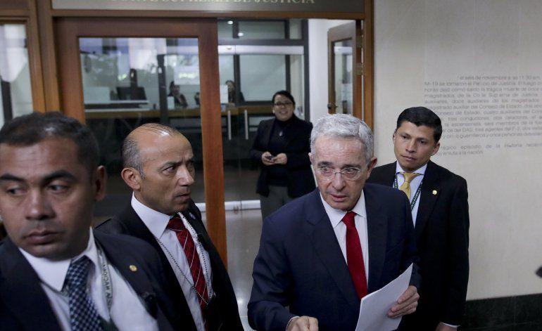 Colombia: papeles judiciales muestran desafío legal de Uribe