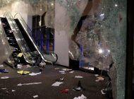saqueos en chicago: asi quedaron las tiendas de ropa, tecnologia y supermercados desvalijados