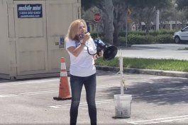 video muestra a la congresista democrata debbie mucarsel-powell atacando a los cubanos-americanos de miami