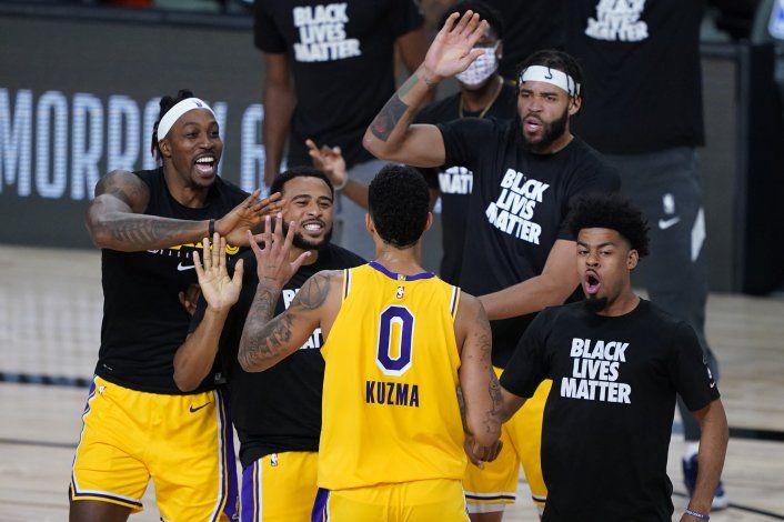 Los Lakers ganan a los Nuggets con un triple de Kuzma