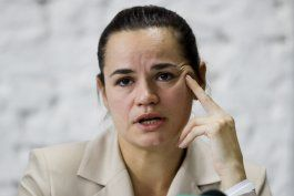 la principal candidata opositora bielorrusa huye a lituania