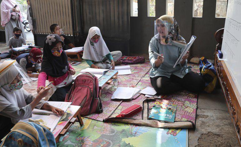 Indonesia inicia 3ra fase de pruebas de vacuna para el virus