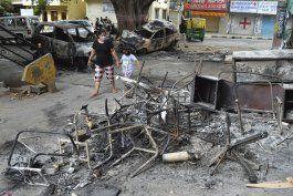 india: 3 muertos en choques por una publicacion en facebook
