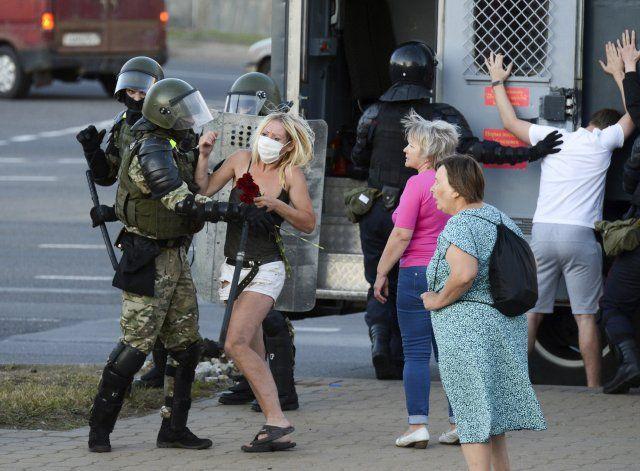Más de 1.000 detenidos en nuevas protestas en Bielorrusia
