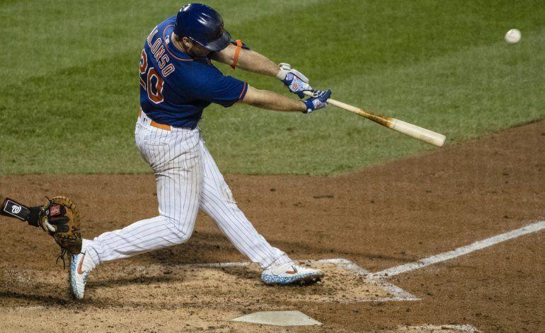 Con batazos de Alonso y Smith, Mets doblegan a Nacionales