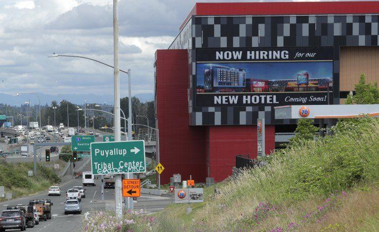 Solicitudes de ayuda por desempleo en EEUU siguen altas