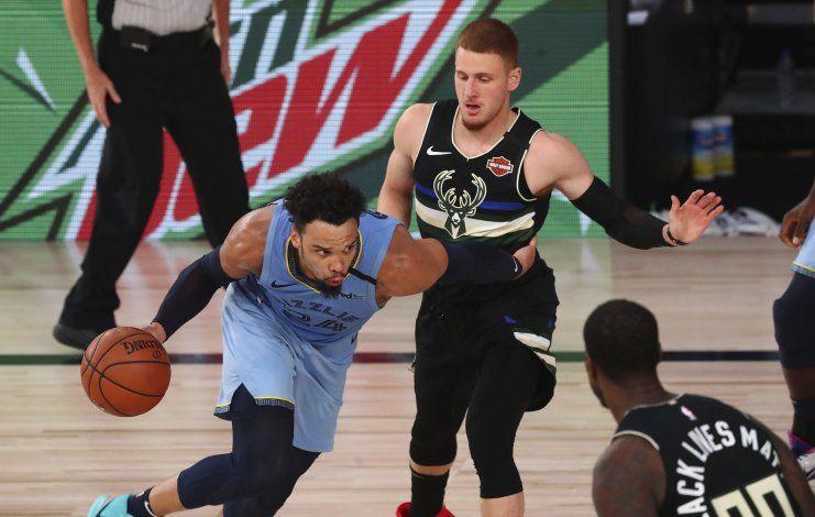 Grizzlies doblegan a Bucks y avanzan a serie clasificatoria