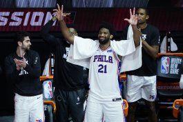 76ers terminan la temporada arrasando a rockets