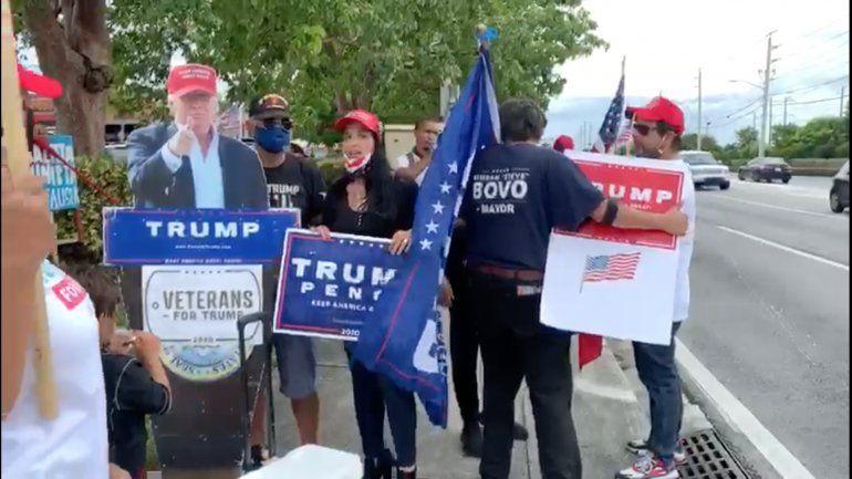 Kamala Harris visita Miami en busca del voto hispano y la reciben con una protesta a favor del presidente Trump